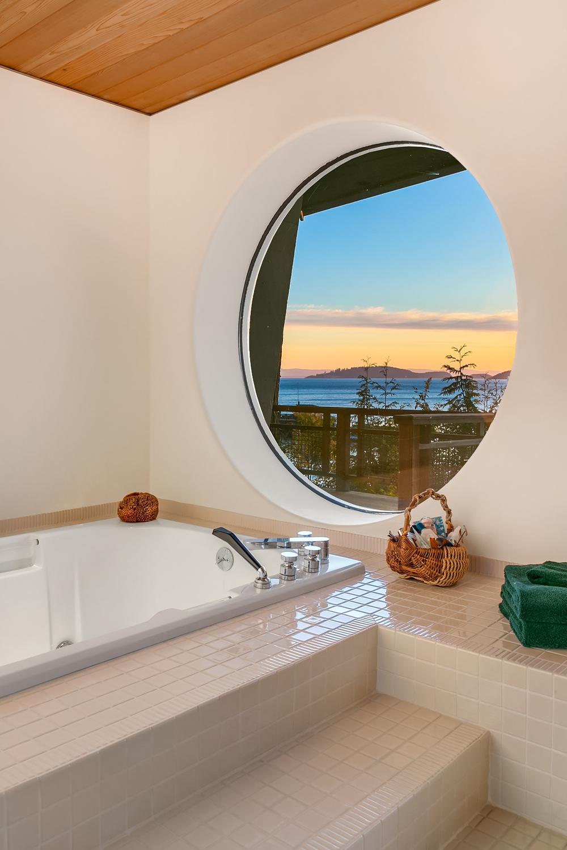 Guest Bedroom (circle window).jpg