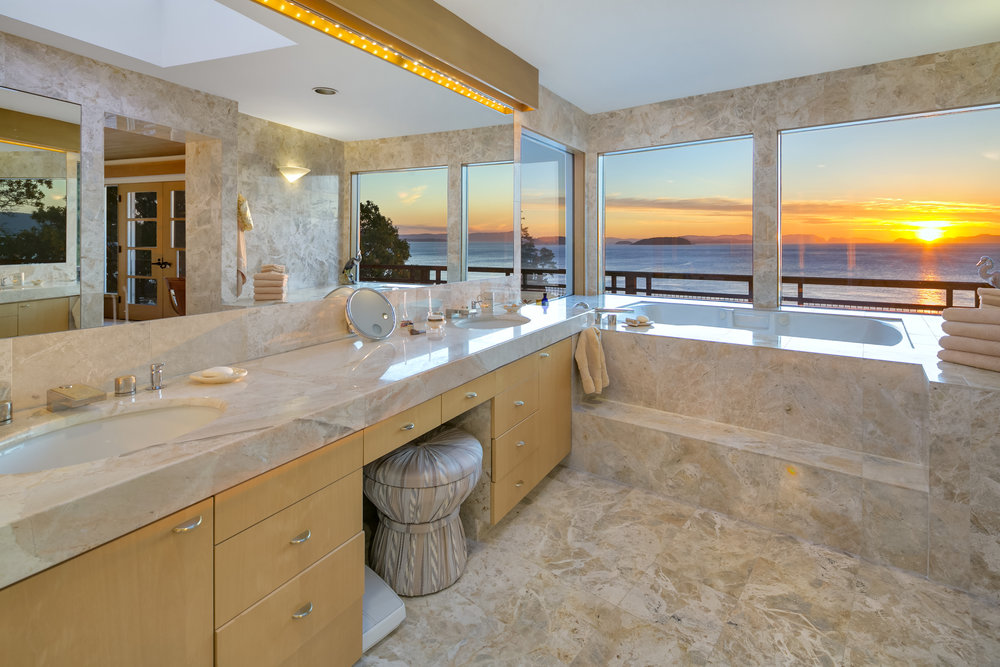 16 Master Bathroom.jpg