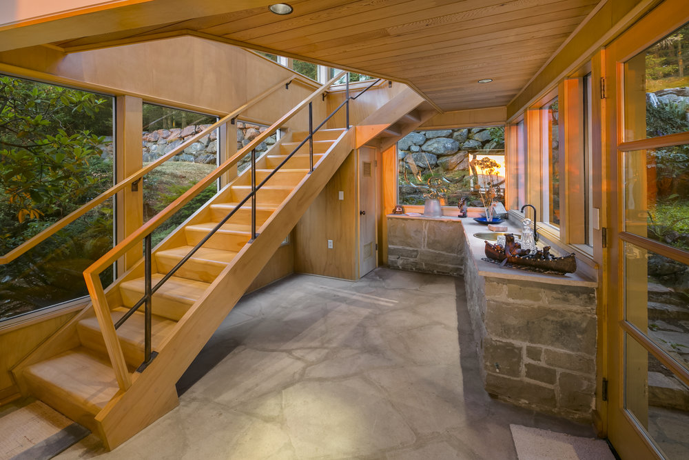 Hallway (stairs).jpg
