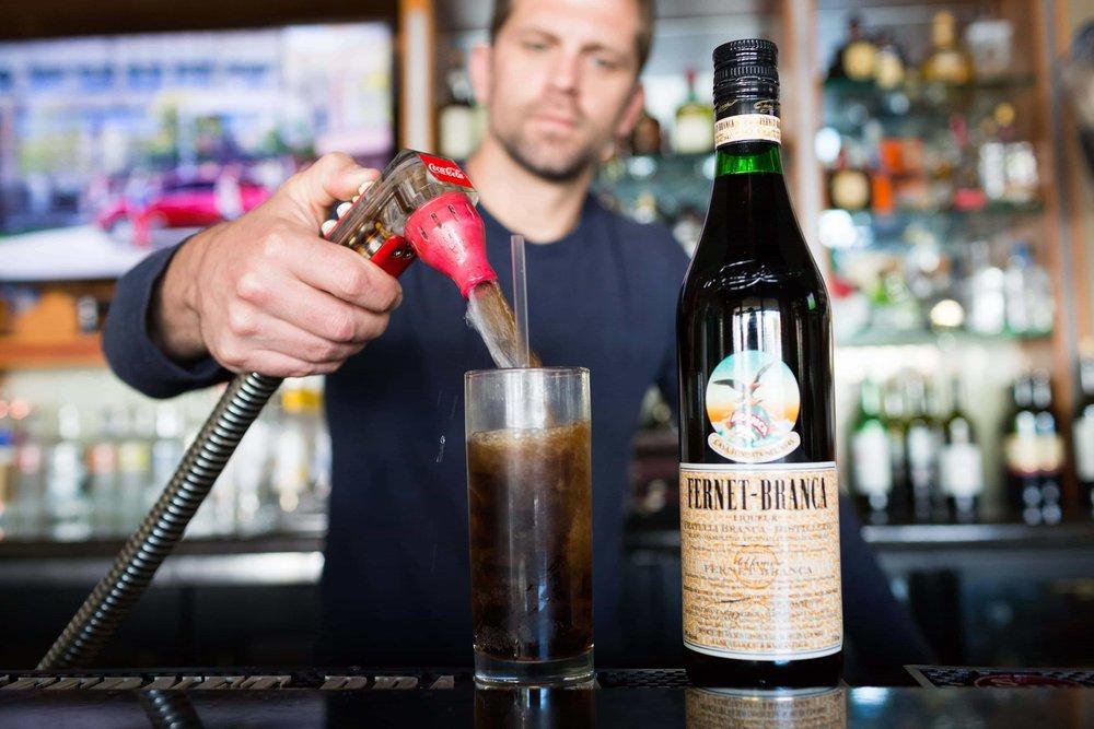 puerto-la-boca-bartender-fernet-branca.jpg
