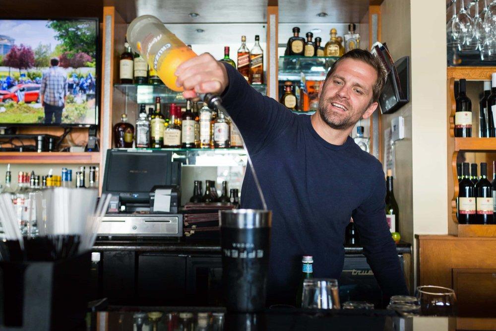 puerto-la-boca-bartender-making-drink.jpg