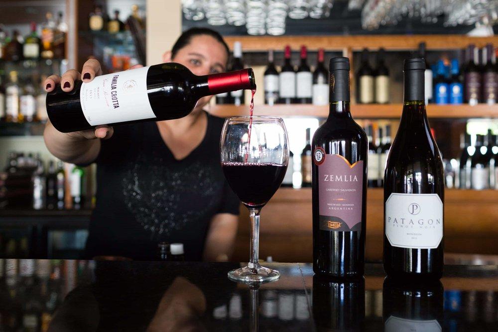 puerto-la-boca-bartender-pouring-wine.jpg