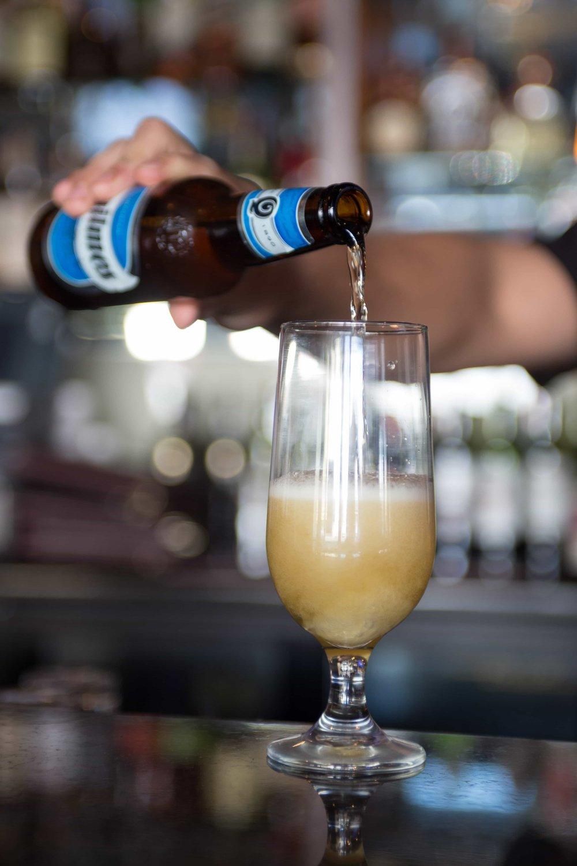 puerto-la-boca-bartender-quilmes-beer.jpg