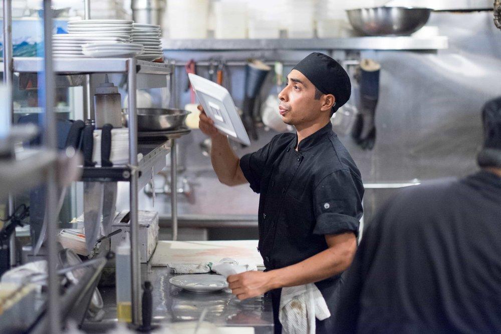 puerto-la-boca-chef-preparing-order.jpg