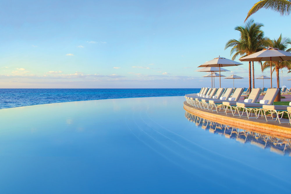 Here's another picture of that same infinity pool. Pretty much the same....