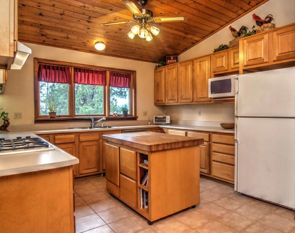12-1686-Kitchen2.jpg