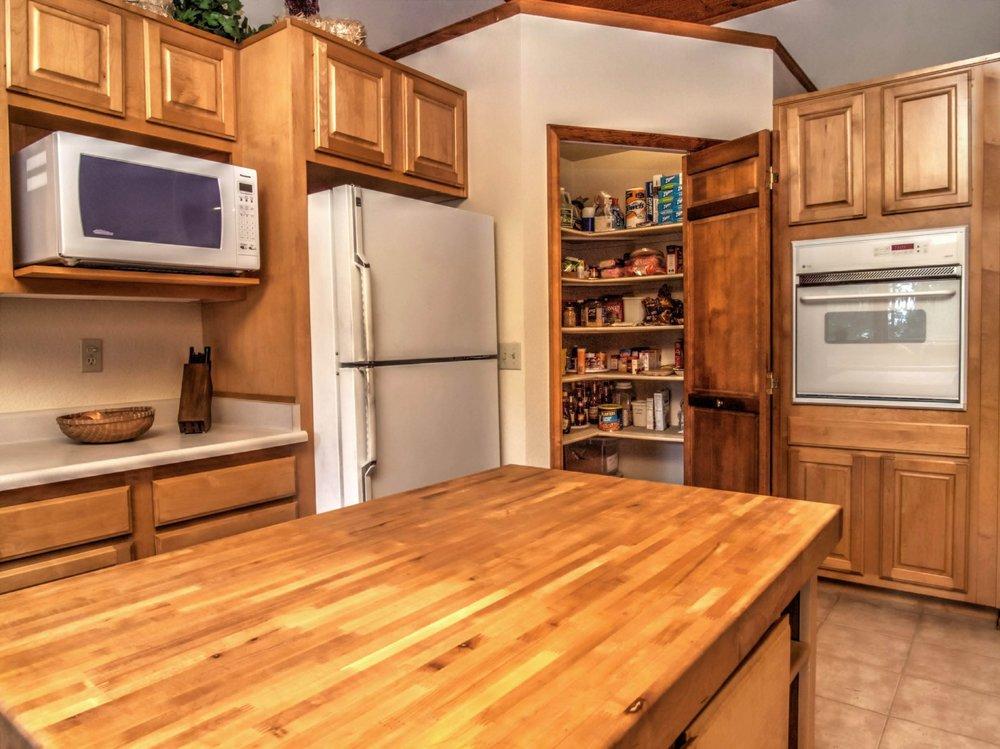13-151-Kitchen4.jpg