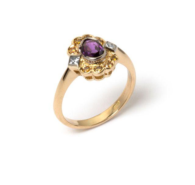 Yellow gold ring with half bezel-set purple sapphire, 2 princess cut diamonds and 8 golden diamonds set into a cluster.