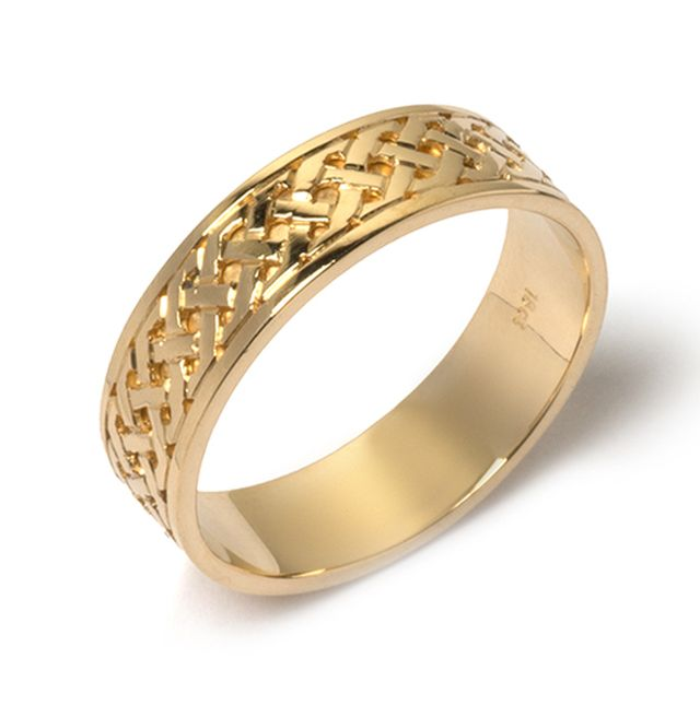 Yellow gold celtic style wedder