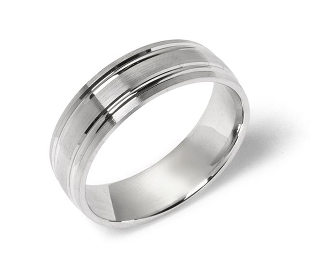 White gold band with polished grooved detail