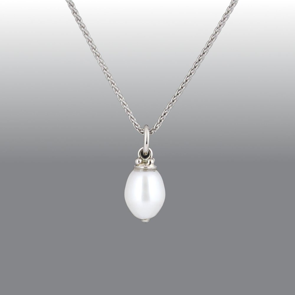 White gold freshwater pearl pendant.
