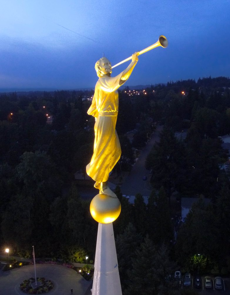 Angel Moroni Statue LDS Temple book of Mormon251.jpg