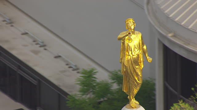Angel Moroni Statue LDS Temple book of Mormon245.jpg
