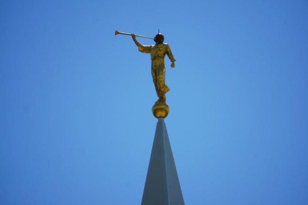 Angel Moroni Statue LDS Temple book of Mormon239.jpg