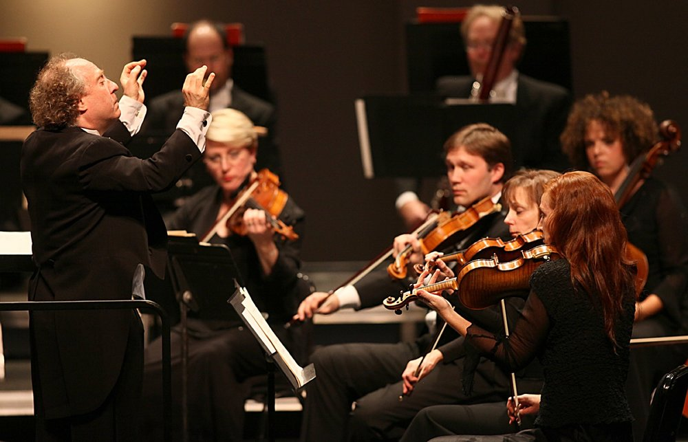 Music Director Jeffrey Kahane and the Los Angeles Chamber Orchestra