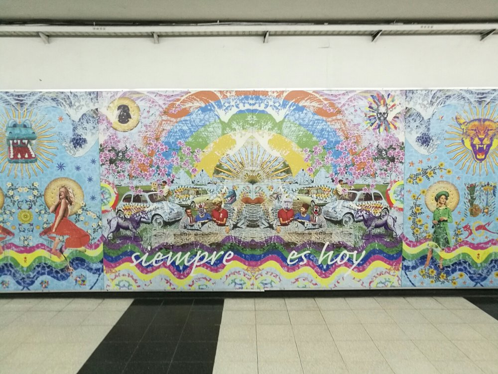 Fina väggmålningar i metrotunneln.