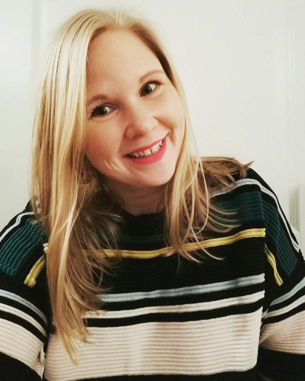 Glad debutant med ny tröja – kostade 3,50 euro på H&M:s rea. Lika mycket som min tekopp i går. Sjukt!