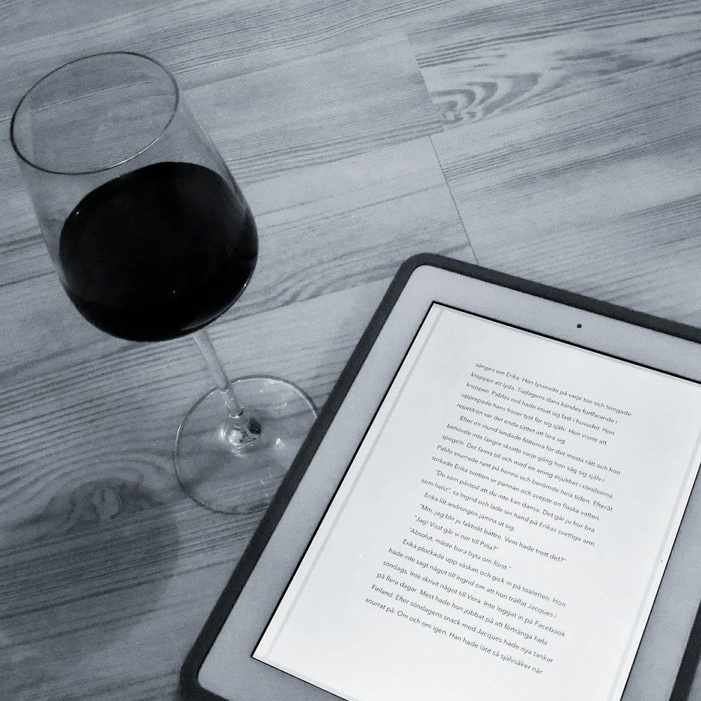Jag har läst mitt manus på dator, på papper, på Kindle, på iPad …