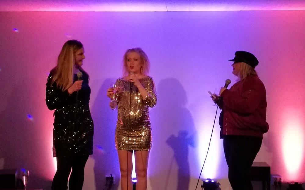 Anne och Ida blir intervjuades av producent Kia Svaatichin. Det här är ett sant dream team.