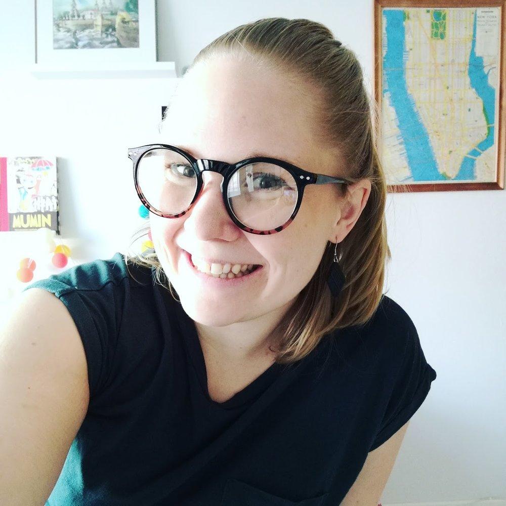Något jag däremot INTE skäms för längre är selfies. Inte ens när jag poserar i fejkade glasögon jag införskaffat inför lördagens 30-årskalas!