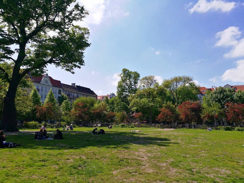 Under 2013 bodde jag knappt 100 meter ifrån den här lilla parken (Boxhagener Platz) och när jag besöker den längtar varje cell av min kropp tillbaka. Kanske en dag?!