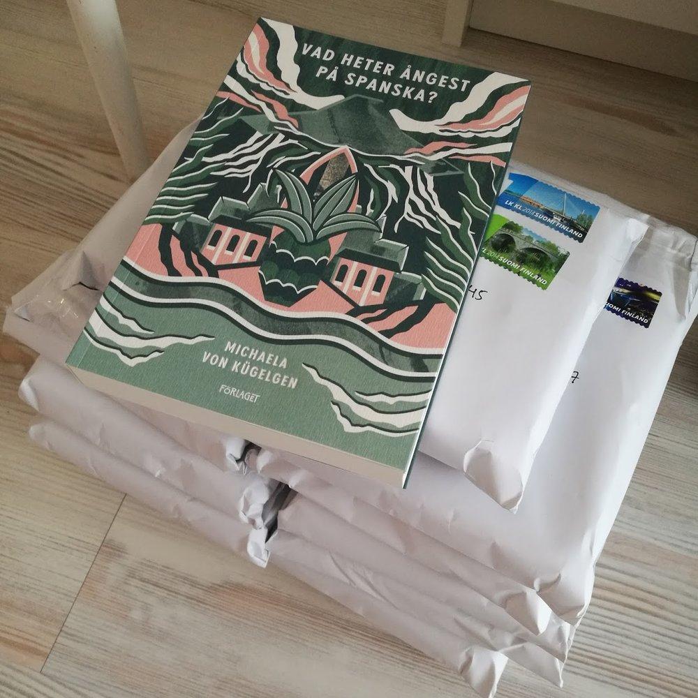 Under helgen har jag signerat och paketerat in böcker som jag ska droppa i närmaste postlåda i morgon.