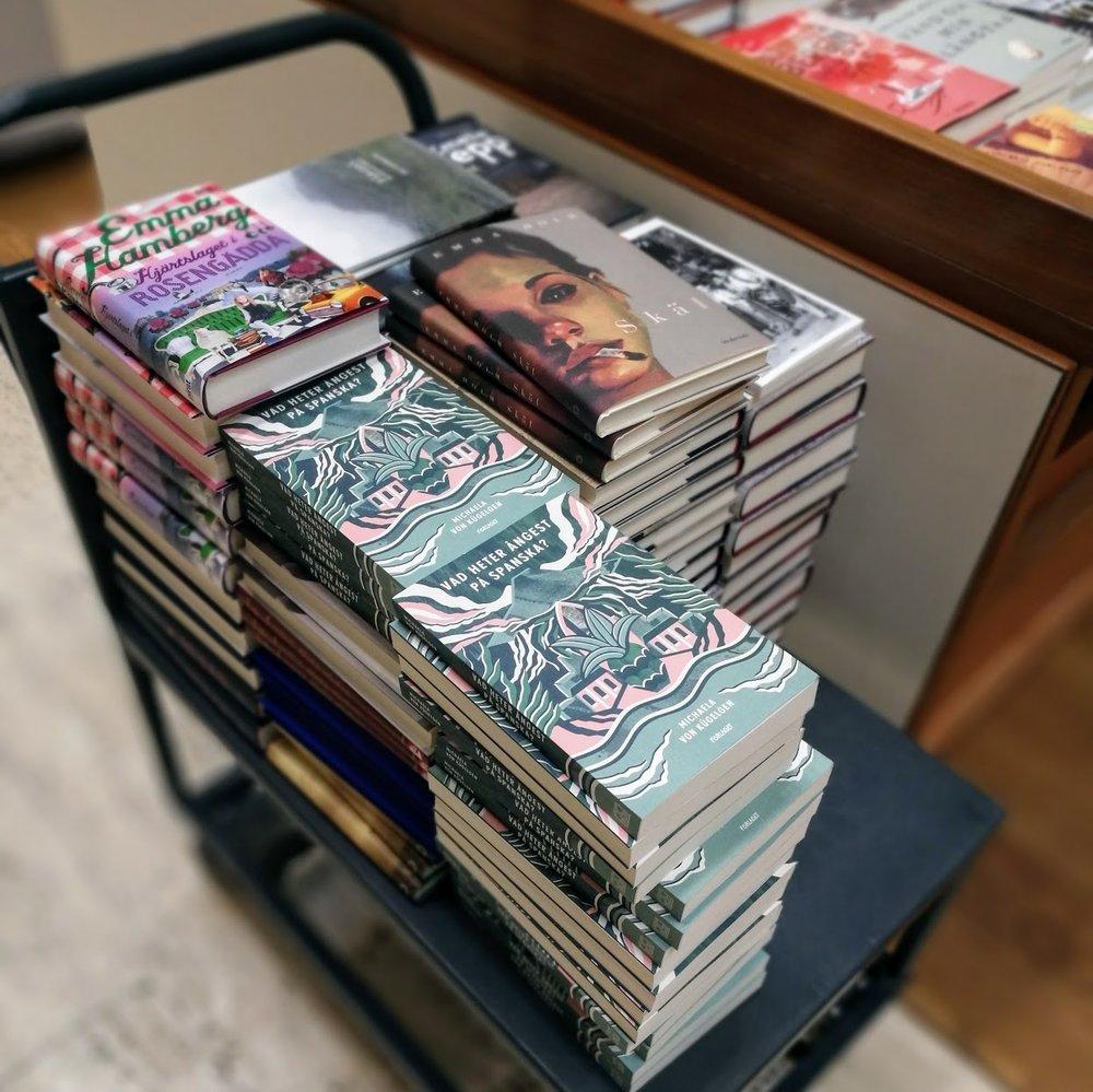 Hur många gånger är det förresten rimligt att besöka Akademen för att stalka sin bok? Frågar för en kompis.
