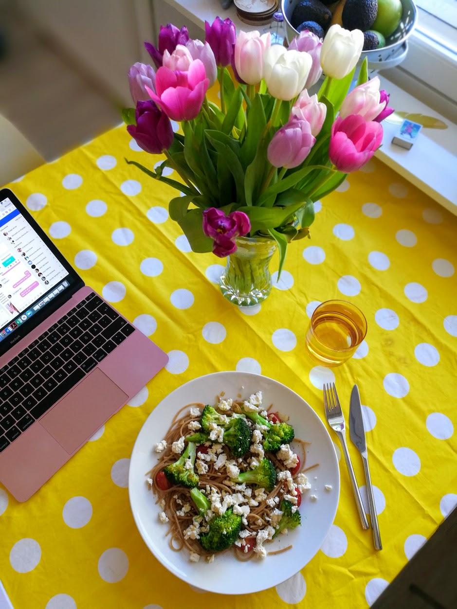 Fördelar med hemmakontor: Kan laga min egen lunch och spara pengar.