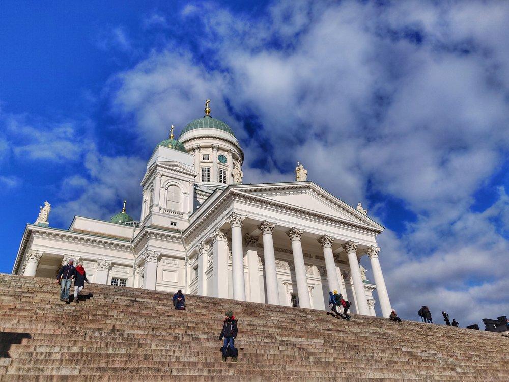 Fun fact: har ett tvångsmässigt beteende. Varje gång jag går förbi Domkyrkan i Helsingfors måste jag ta en bild.