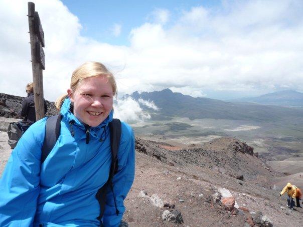 På 4800 meters höjd på vulkanen Cotopaxi. Den här lill-Kugge var inspirationen för min debut.