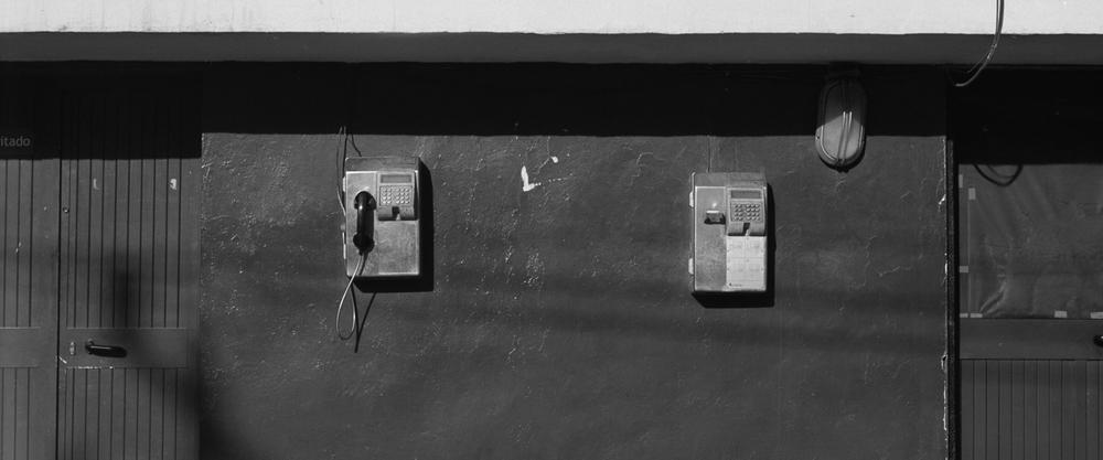phones, havana bw.jpg
