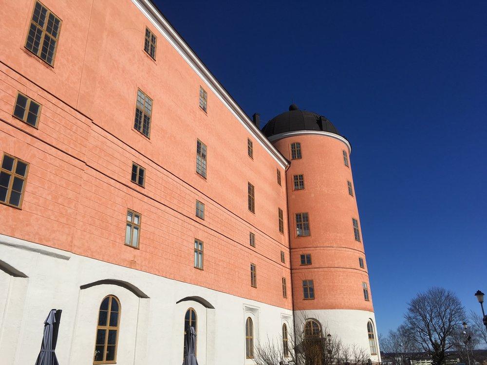 Uppsalan linnan eteläsiipi, ja yksi kolmesta pyöreästä tornista.