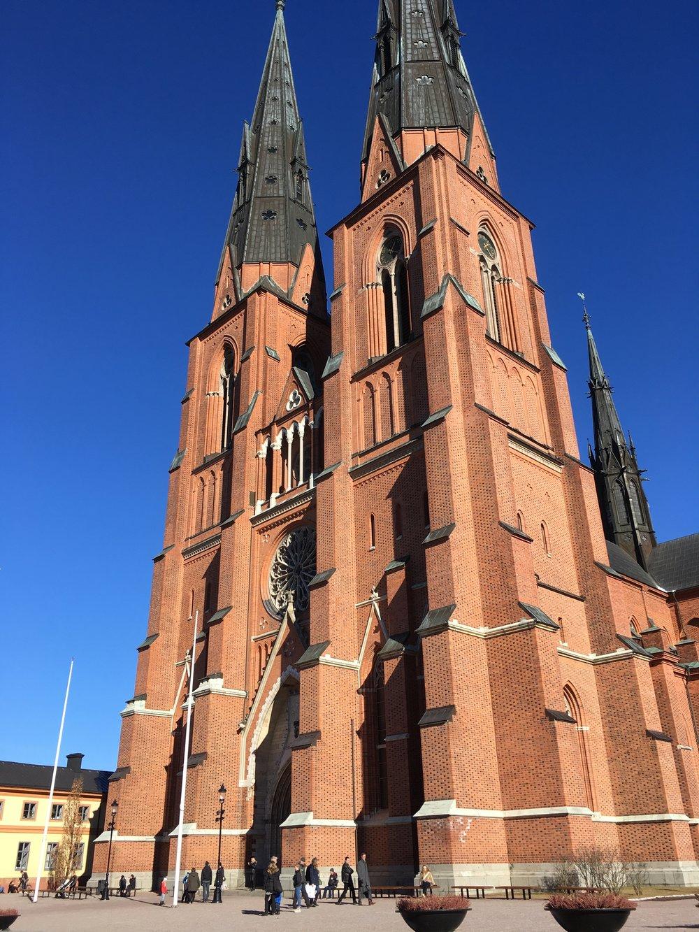 Korkeat tornit mahtuvat hädin tuskin kuvaan