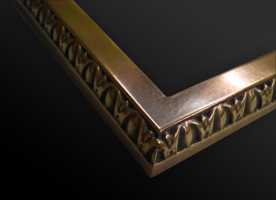 22. Medinis rėmas dengtas sendinta bronza.