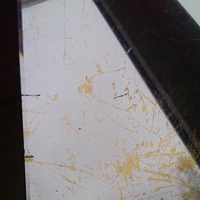 17. Verre Eglomise, skaidrus stiklas dengtas aukso ir sidabro lapeliais.