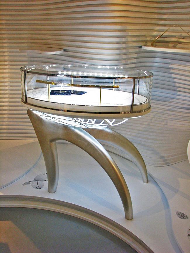 40. Paladžio lapeliais dengtas baldas. Euroshop 2011m. Diuseldorfas, Vokietija.