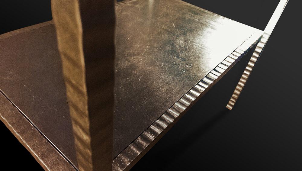 77. Paladžio lapeliais dengtas kaltinio metalo staliukas. Pagaminta vardinėms parduotuvėms visame pasaulyje.