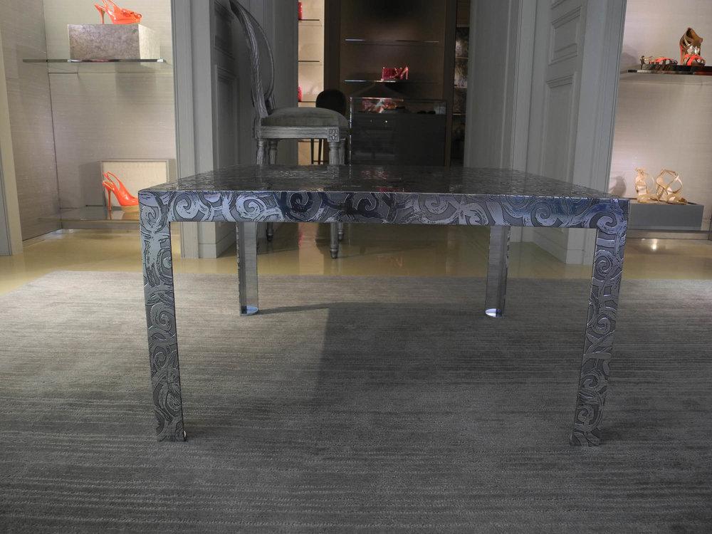 31.Reljefinis stalo paviršius padengtas aliuminiu.