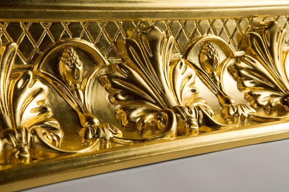 80. Dekoratyvinis moldingas padengtas aukso lapeliais