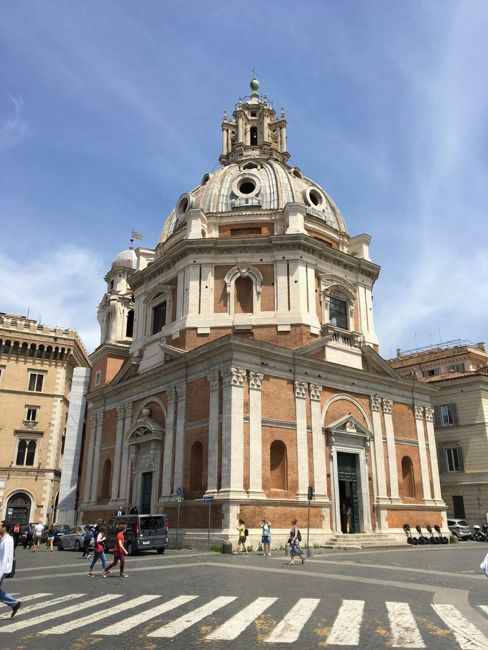 Piazza di Spagna accesible from Via del Corso.