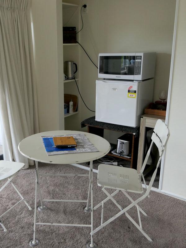 singleroom_foodarea.jpg