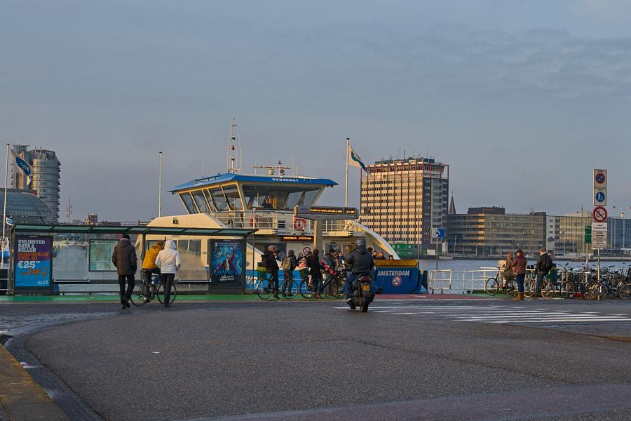 arrival of pontveer Buiksloterplein