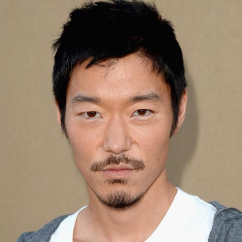 Aaron Yoo   21, Distubia