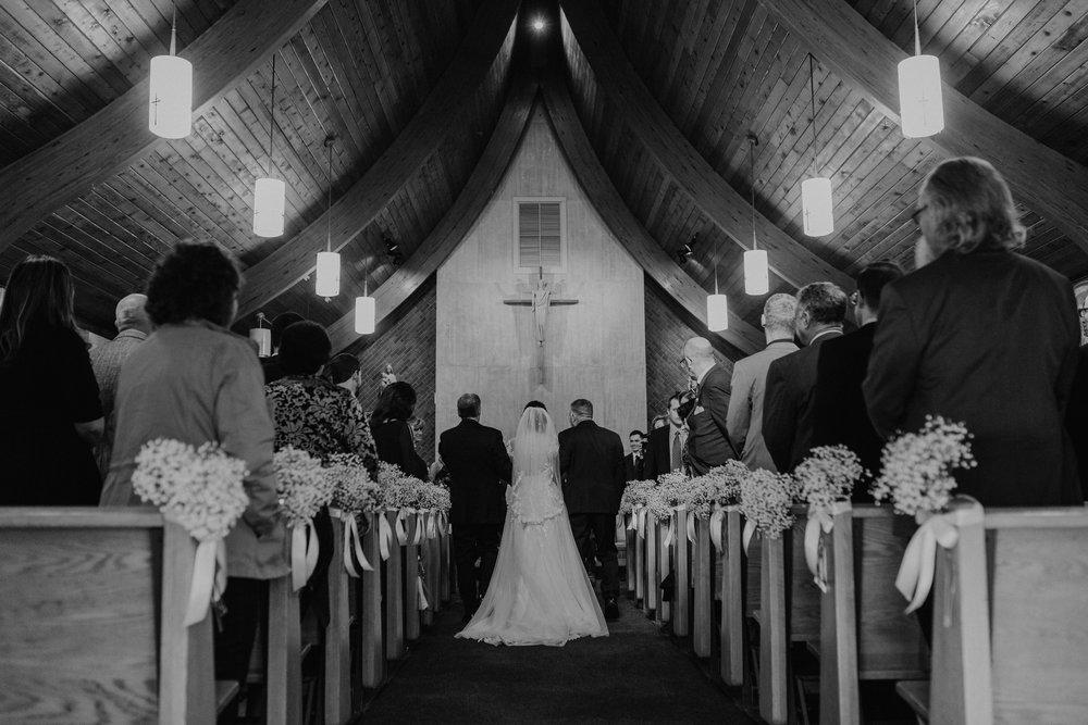 feast_at_round_hill_wedding_029.jpg