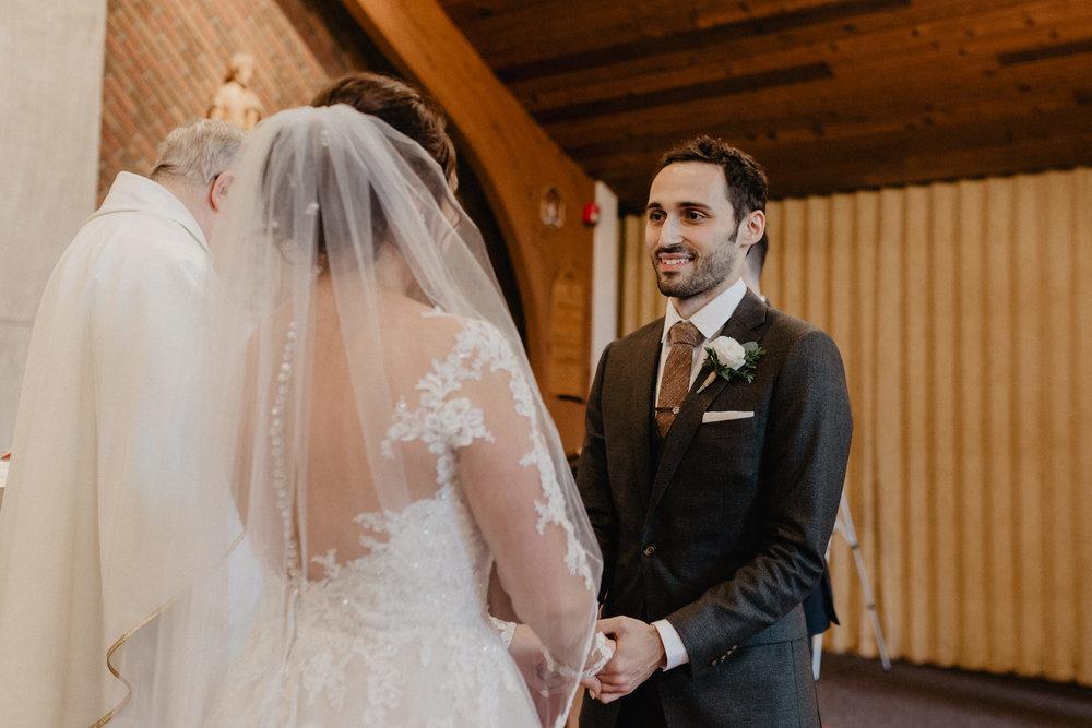 feast_at_round_hill_wedding_037.jpg