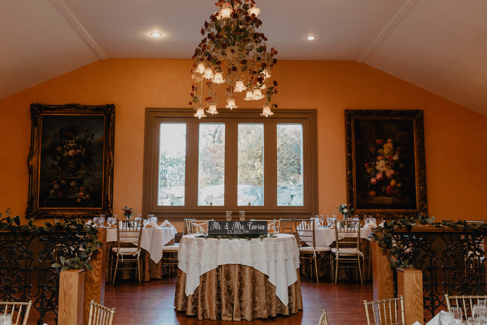feast_at_round_hill_wedding_048.jpg