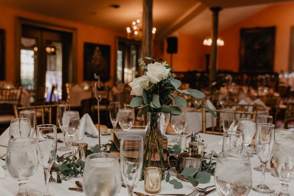 feast_at_round_hill_wedding_051.jpg