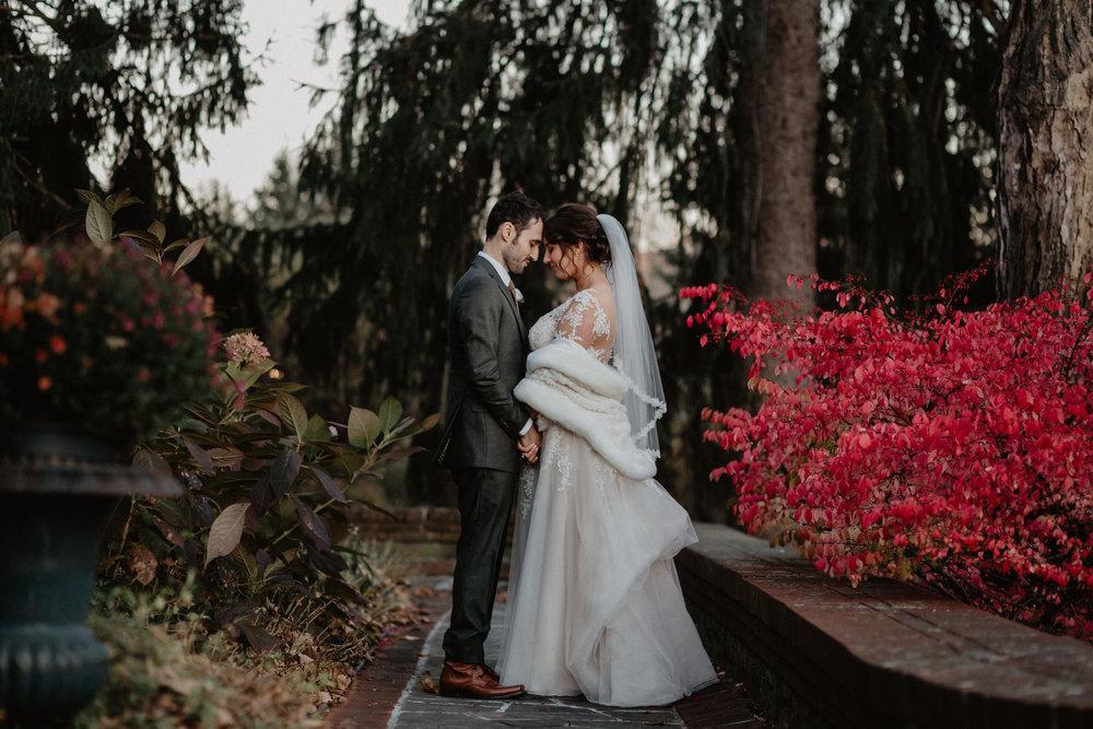 feast_at_round_hill_wedding_059.jpg