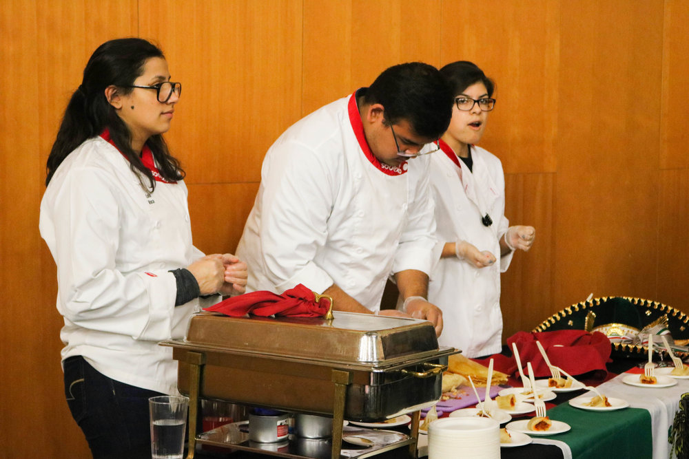 Freshmen Lulu Vaca and Lesley Baeza during Top Chef, Nov. 12.
