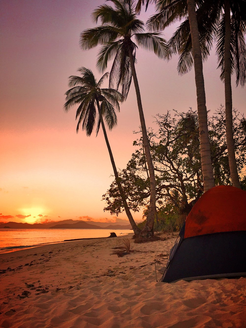 Isolated Sunsets in the Islands of Palawan, Philippines